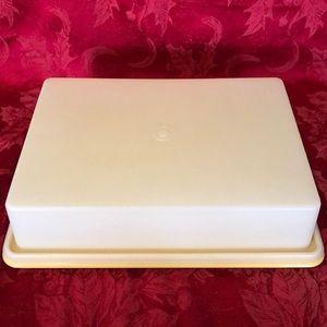 Vintage Tupperware rectangle cake taker/cupcakes